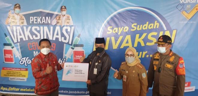 Wawako Maulana Terima 27.800 Vaksin dari Otoritas Jasa Keuangan