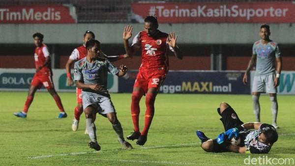 Persija Jakarta menang 2-0 atas Persib Bandung di leg pertama final Piala Menpora 2021. (Foto: PIUS ERLANGGA/DETIKCOM)