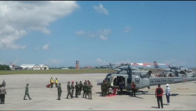 Panglima TNI Marsekal Hadi Tjahjanto bertolak ke lokasi pencarian KRI Nanggala-402. (Sui Suadnyana/detikcom)