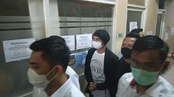 Foto: Anji ditangkap terkait narkoba (Adhyasta-detikcom)