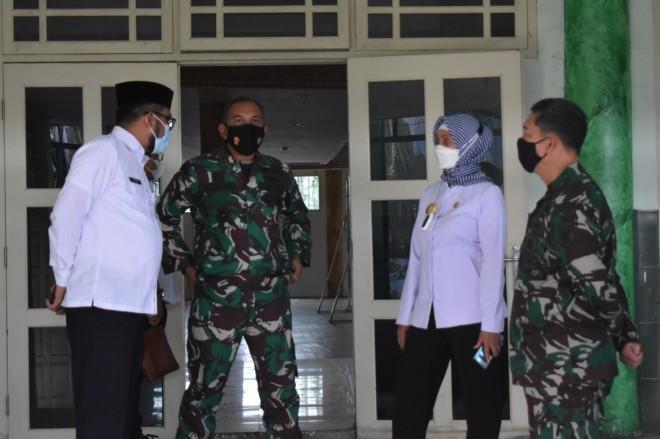 Tinjau Tempat Pelaksanaan Vaksinasi Massal di Makorem, Pj Gubernur Jambi Disambut Danrem 042/Gapu