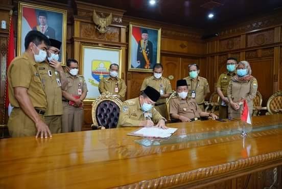 Gubernur Jambi Tandatangani Pergub Refocusing Anggaran 500 Miliar Lebih Guna Penanganan Covid-19
