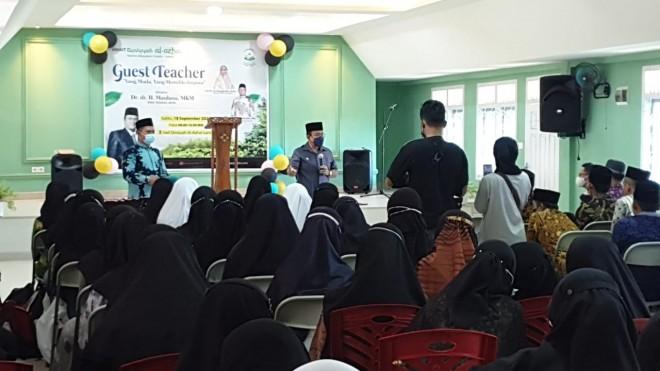 Kala Wawako Maulana Jadi Guest Teacher di Sekolah Islam Al-Azhar
