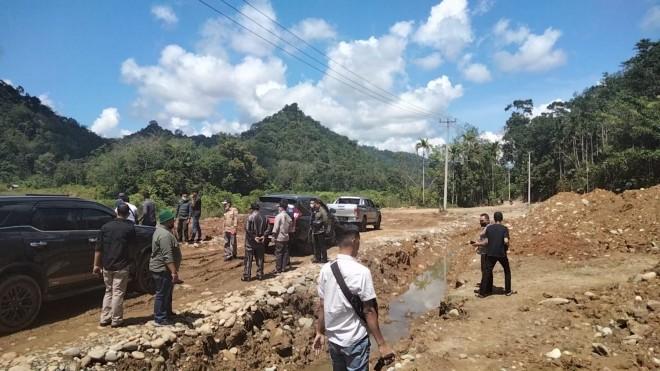 H Mashuri Berang, Jalan Kabupaten Dikeruk